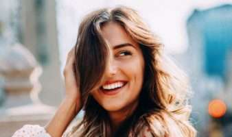 تصویر در ۶ روش طبیعی برای رنگ کردن موها