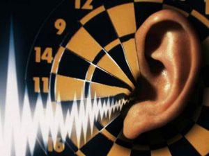 گوش رادیو 300x225 - صداهای ازاردهنده در بدن از چه مشکلاتی حکایت دارند؟