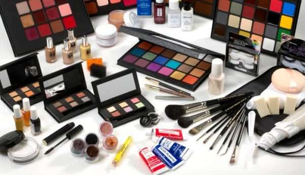 Cosmetics2 - اعتیاد به آرایش؛ عجیب اما واقعی