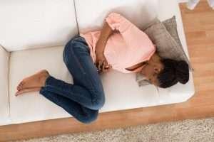 کیست های تخمدان می توانند باعث ناراحتی های شکمی شوند.