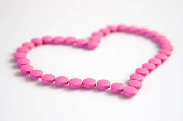 پروپرانولول نوعی دارو به نام بتا بلوکر است. این دارو با اعمال روی تکانههای عصبی در مناطق خاص بدن مانند قلب عمل میکند. این باعث میشود که قلب ضربان آهستهتر و با پیوستگی بیشتر داشته باشد.