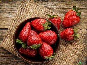 توت فرنگی 300x225 - ۱۰ آبمیوه طبیعی که به تقویت سیستم ایمنی بدن کمک میکنند!