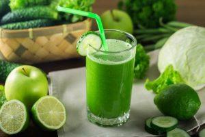 سیب 300x200 - ۱۰ آبمیوه طبیعی که به تقویت سیستم ایمنی بدن کمک میکنند!