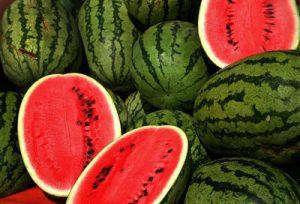 هندوانه 300x204 - ۱۰ آبمیوه طبیعی که به تقویت سیستم ایمنی بدن کمک میکنند!