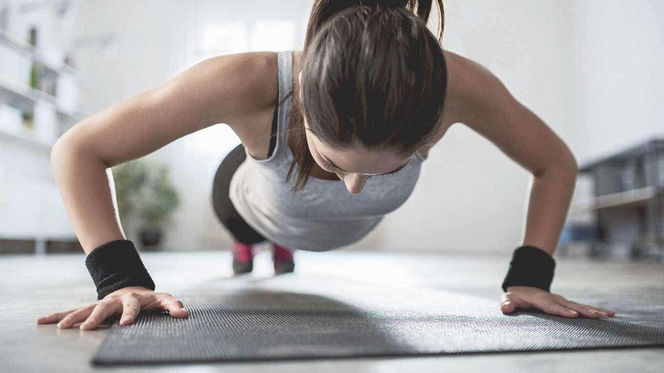 تصویر در ۷ تمرین ورزشی که به طور طبیعی باعث افزایش سایز سینه ها می شود.