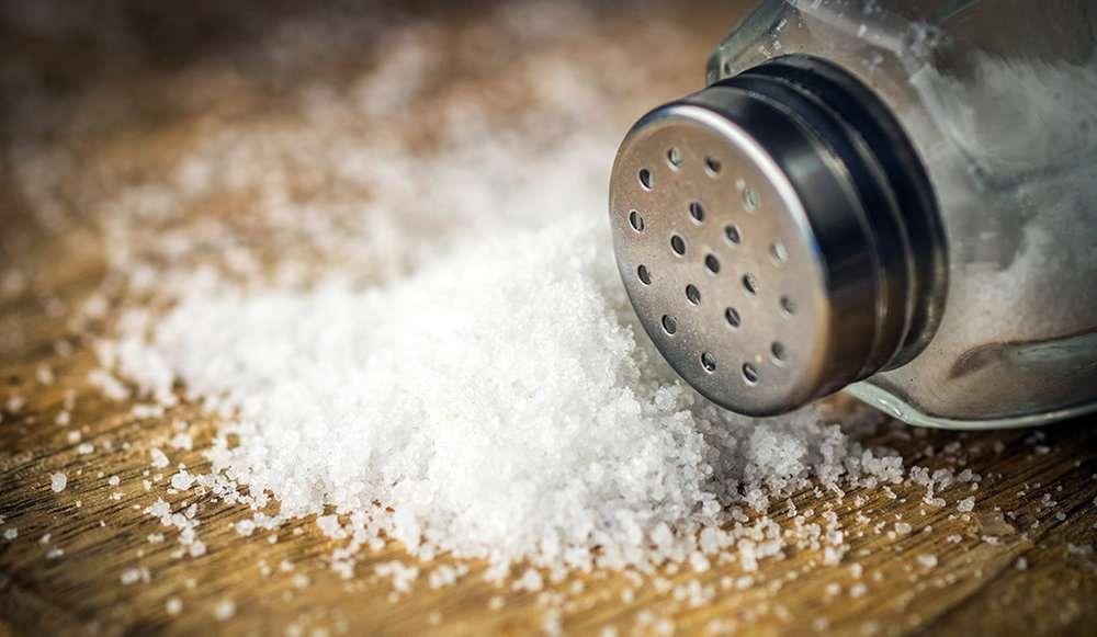 تصویر در مصرف زیاد نمک سیستم ایمنی بدن را تضعیف می کند
