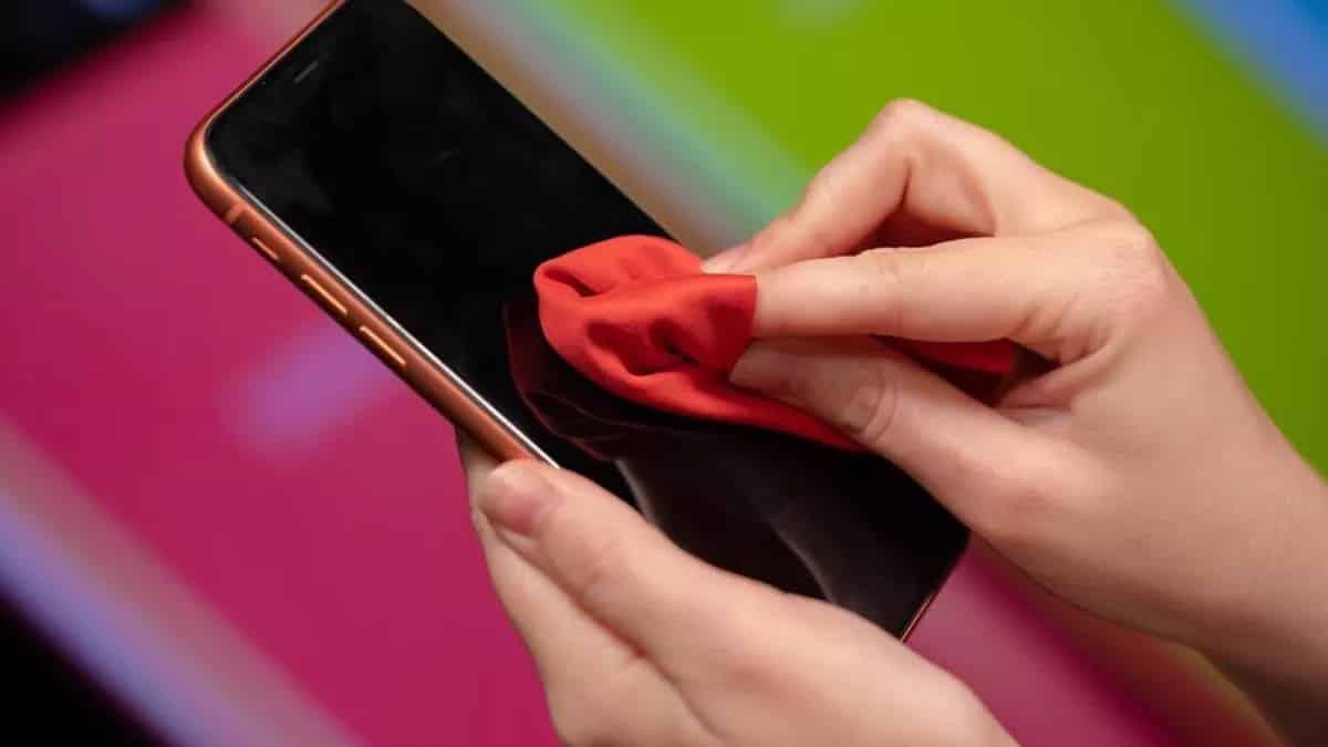 تصویر در COVID-19 می تواند تا ۹۶ ساعت روی صفحه نمایش تلفن زنده بماند.