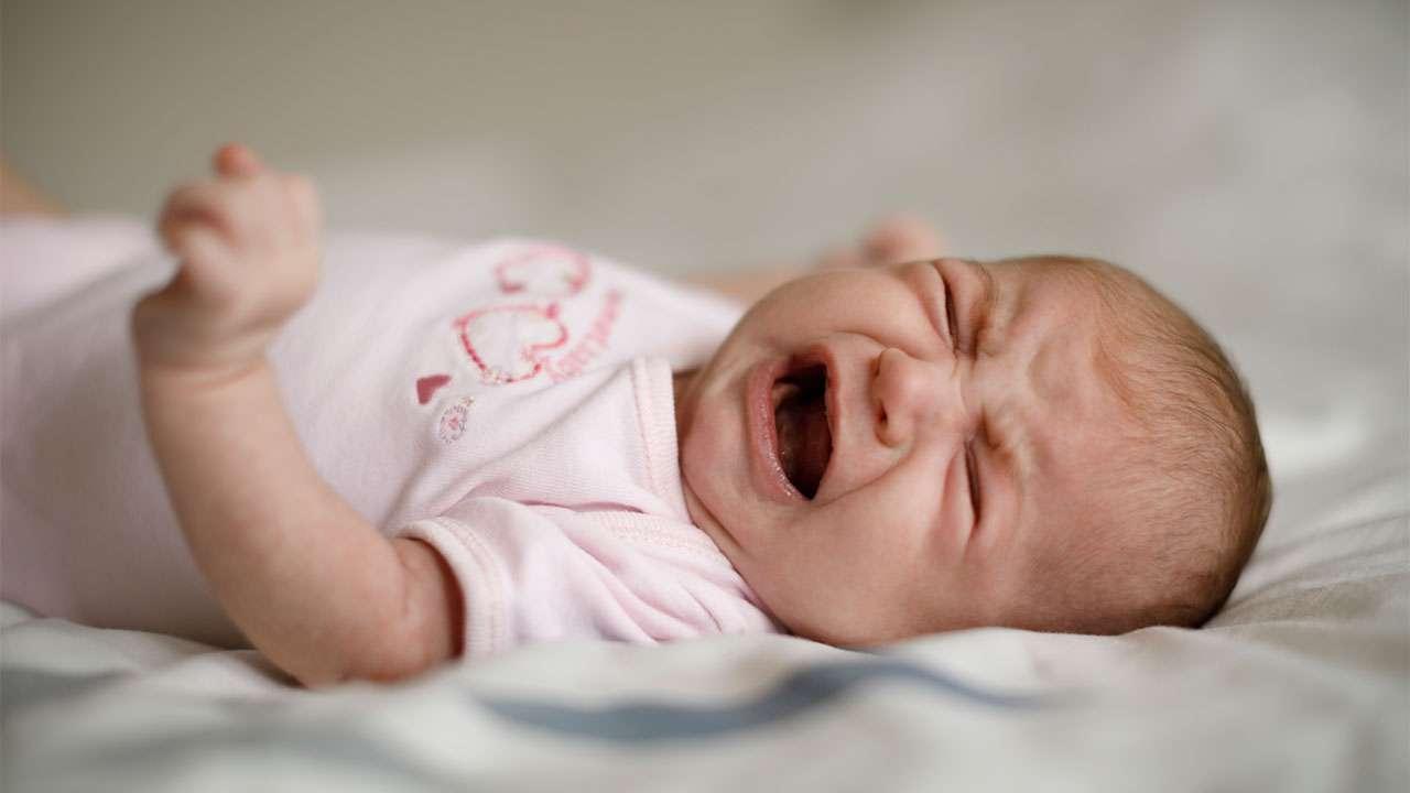 تصویر در کونژنکتیویت (چشم قرمز) در نوزادان