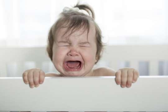 تصویر در گریه کردن و بهانه گیری نوزادان